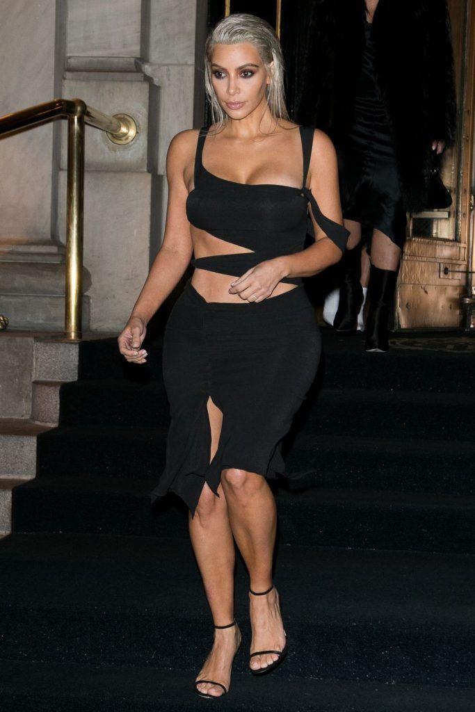 kim-kardashians-iconic-looks-11-683x1024 30 Most Stylish Kim Kardashian Outfits - Style Transformation