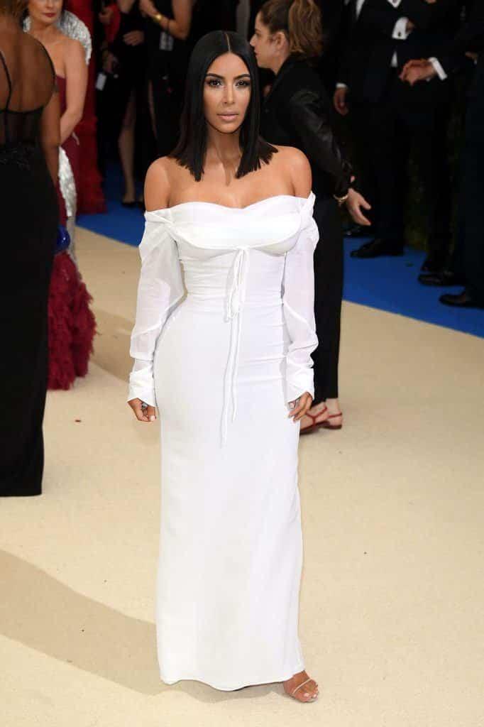 kim-kardashians-iconic-looks-12-682x1024 30 Most Stylish Kim Kardashian Outfits - Style Transformation