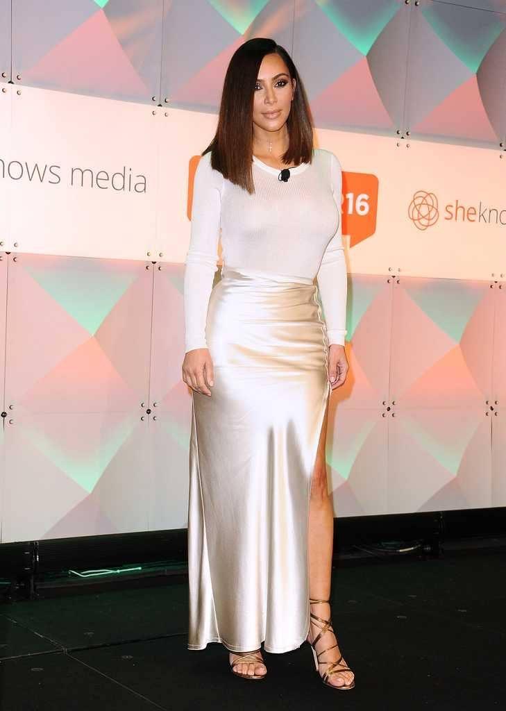 kim-kardashians-iconic-looks-17-729x1024 30 Most Stylish Kim Kardashian Outfits - Style Transformation