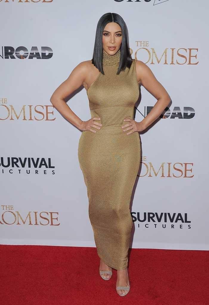 kim-kardashians-iconic-looks-18-701x1024 30 Most Stylish Kim Kardashian Outfits - Style Transformation