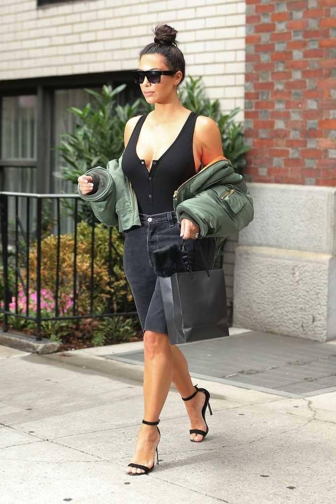 kim-kardashians-iconic-looks-19-682x1024 30 Most Stylish Kim Kardashian Outfits - Style Transformation