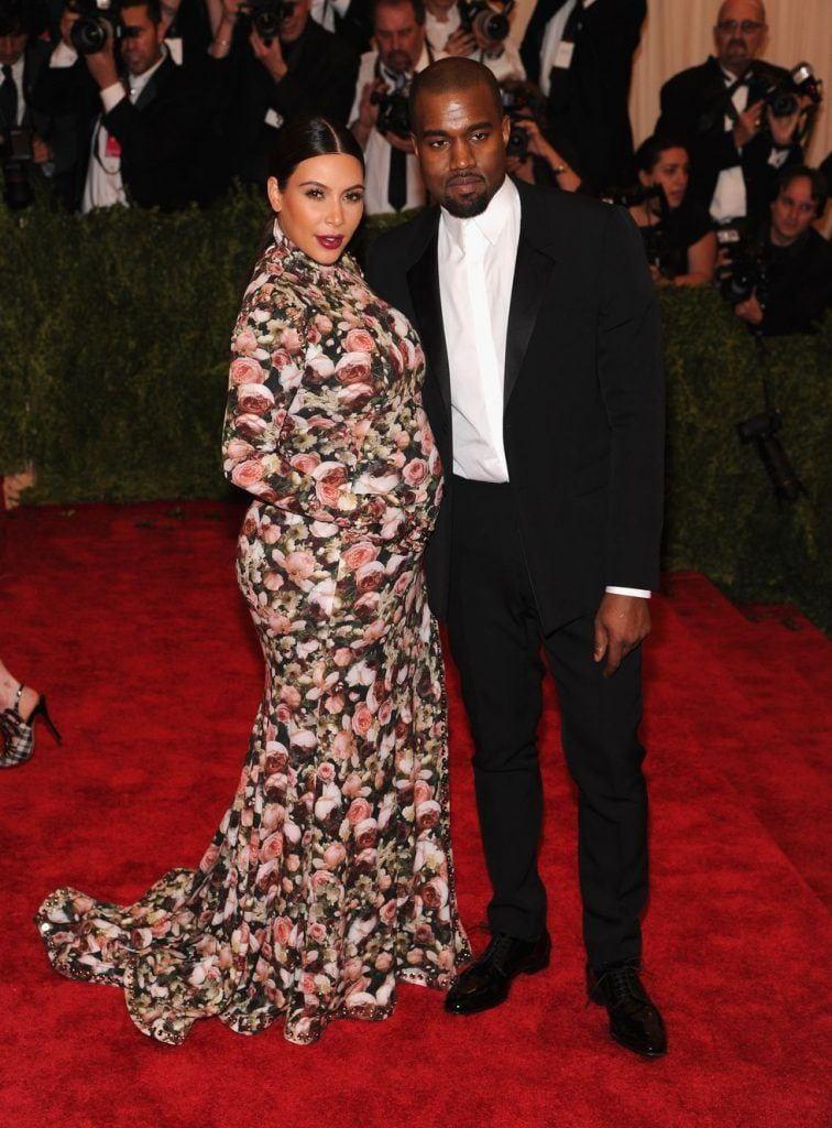 kim-kardashians-iconic-looks-2-756x1024 30 Most Stylish Kim Kardashian Outfits - Style Transformation