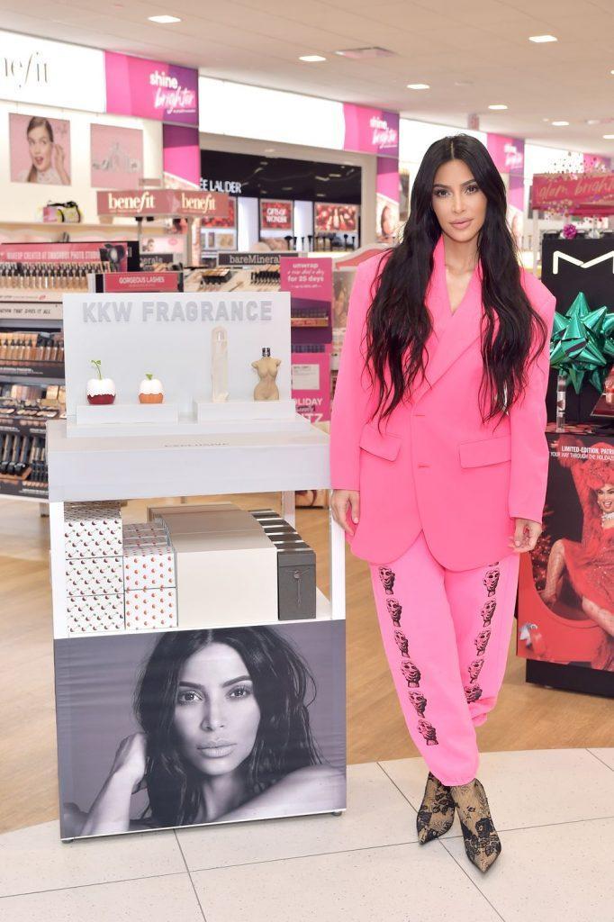 kim-kardashians-iconic-looks-20-682x1024 30 Most Stylish Kim Kardashian Outfits - Style Transformation