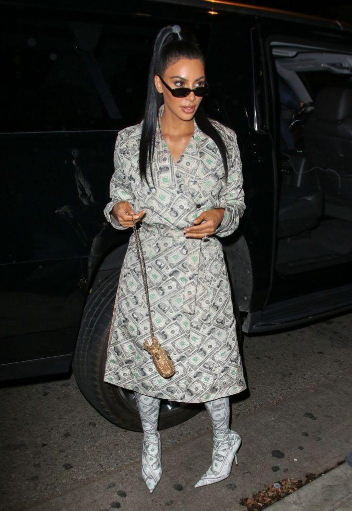 kim-kardashians-iconic-looks-23-706x1024 30 Most Stylish Kim Kardashian Outfits - Style Transformation