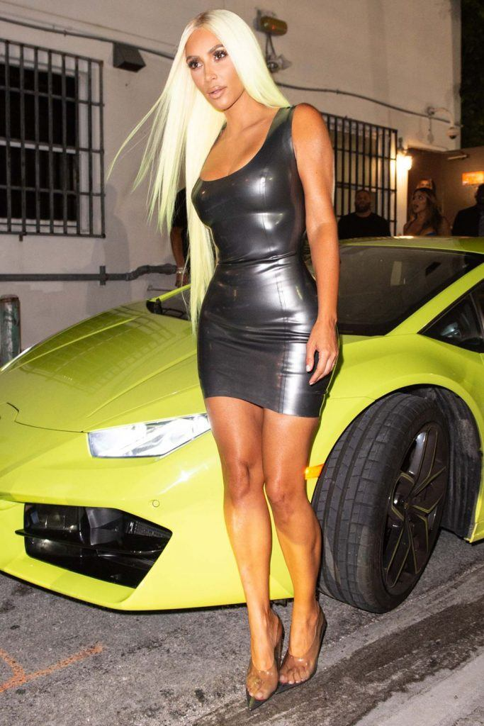 kim-kardashians-iconic-looks-24-683x1024 30 Most Stylish Kim Kardashian Outfits - Style Transformation