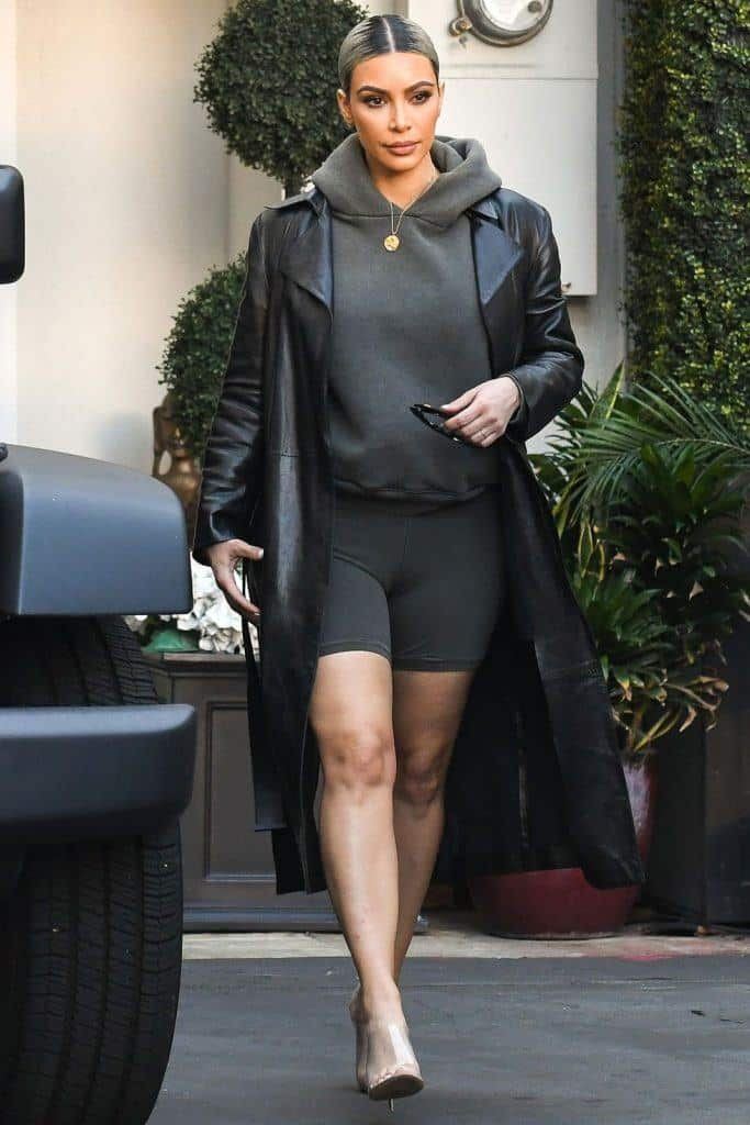 kim-kardashians-iconic-looks-27-683x1024 30 Most Stylish Kim Kardashian Outfits - Style Transformation
