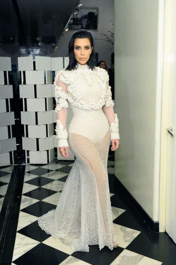 kim-kardashians-iconic-looks-7-682x1024 30 Most Stylish Kim Kardashian Outfits - Style Transformation