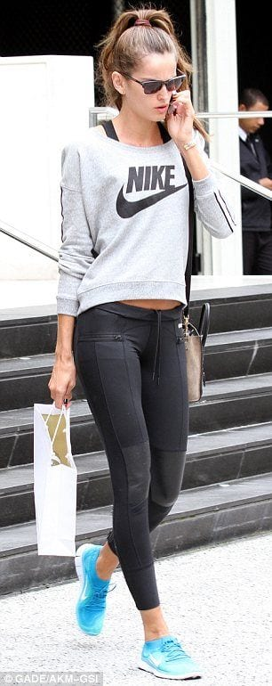 sporty-outfit-ideas Women Sporty Style-30 Ways to Get a Fashionable Sporty Look