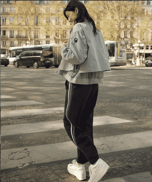 track-pants-and-trainers Women Sporty Style-30 Ways to Get a Fashionable Sporty Look