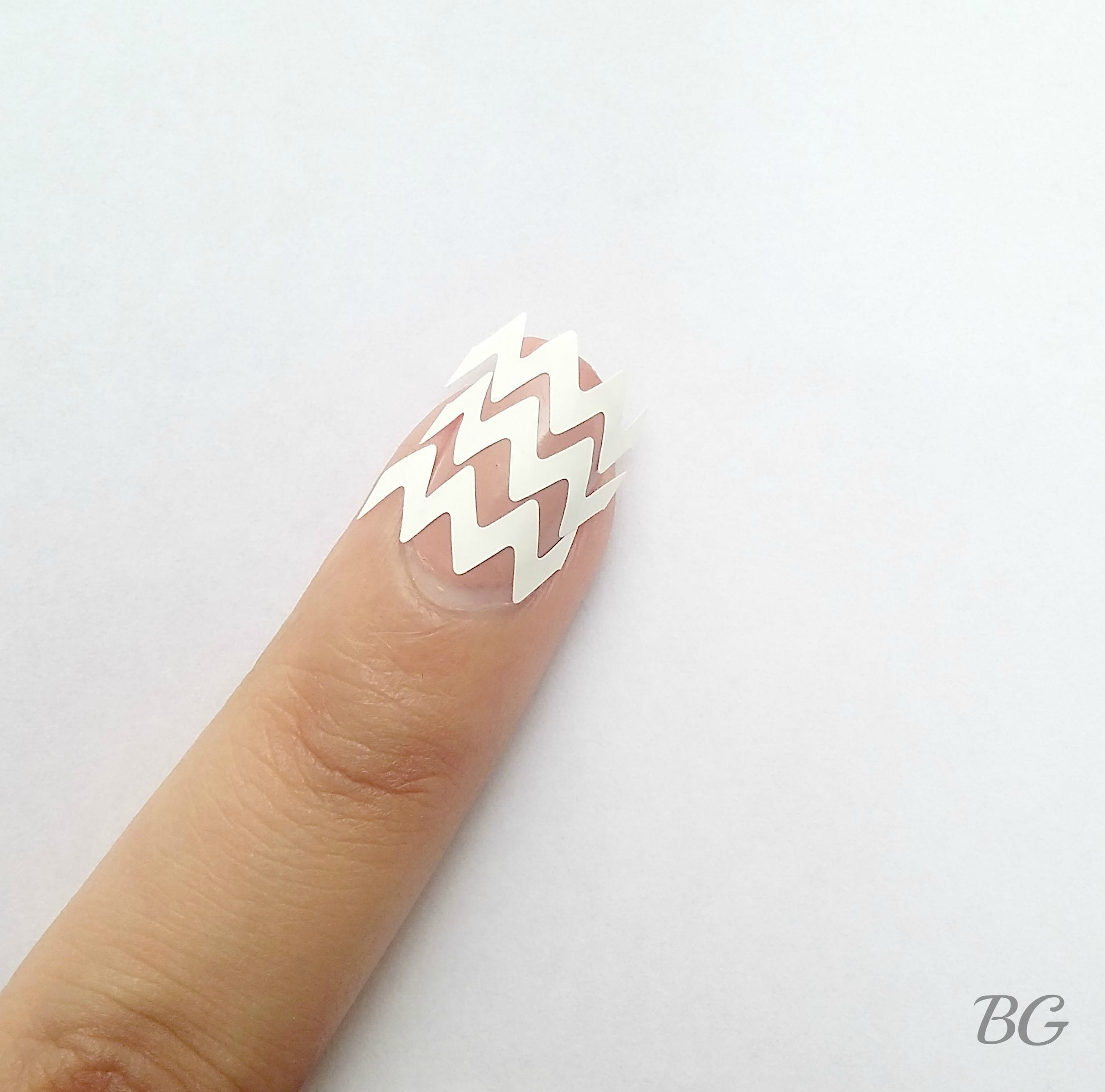 Nail-Art-Tutorial-Gold-Chevron-2 DIY Gold Chevron Nail Design-Step By Step Nail Art Tutorial