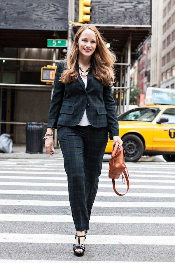 Stylish-suits-for-working-women Fashionable Business Attire-15 Casual Work Outfits for Women