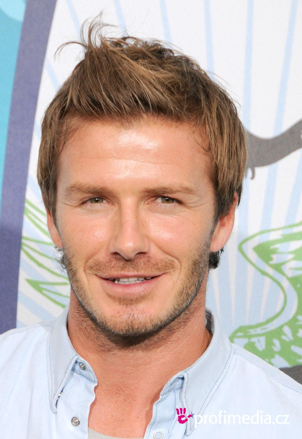 david-beckham-hairstyles-l-46f735b1f71d4358 David Beckham Hairstyles-20 Most Famous Hairstyles of All the Time