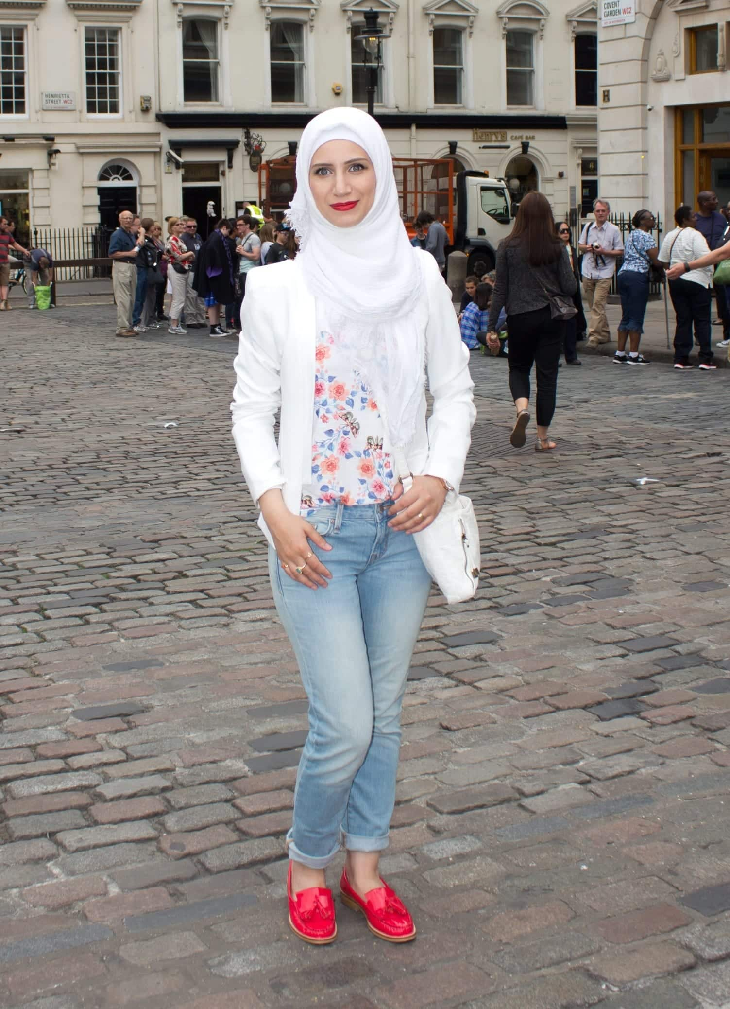 31 Hijab with Jeans–19 Modest Hijab Jeans Outfits this Season