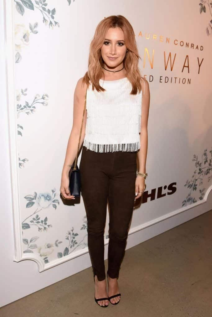 Ashley-683x1024 25 Best Shoes to Wear with Jeans for Different Looks