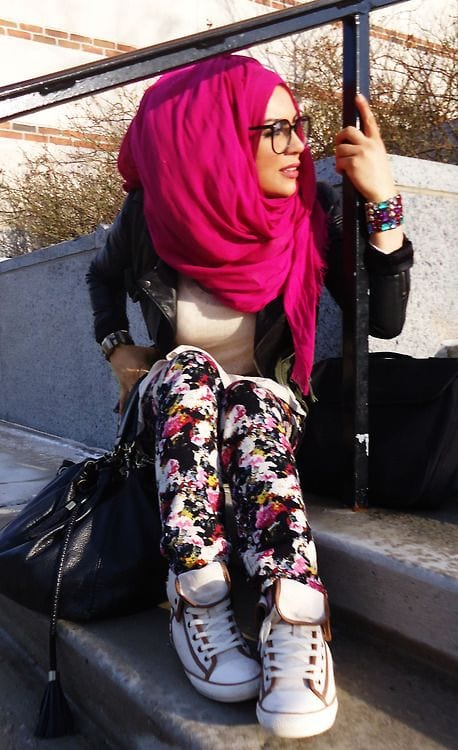 11 ways to wear sneakers with hijab outfit (4)