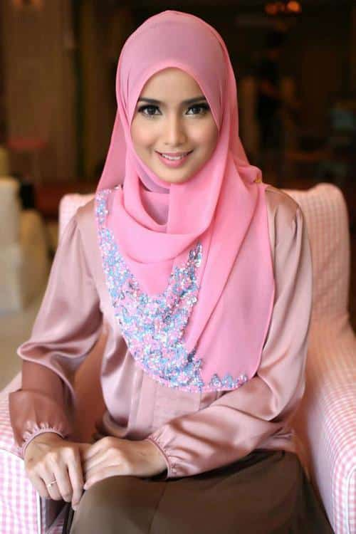 Modern-Hijab-Style Pink Hijab Styles-17 Ways to Wear Pink Colour Hijab