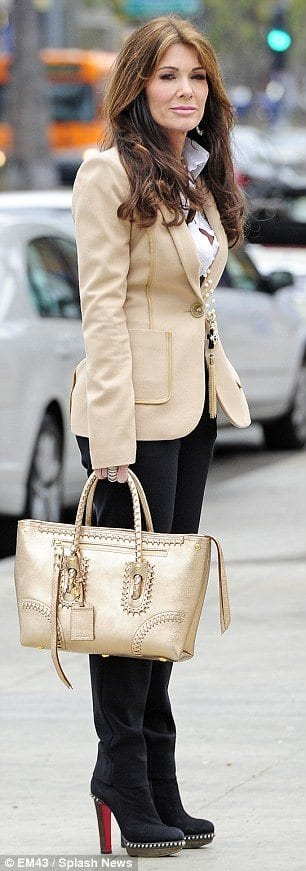 beige Women Blazer Outfits-20 Ways to Wear Blazer in Different Styles