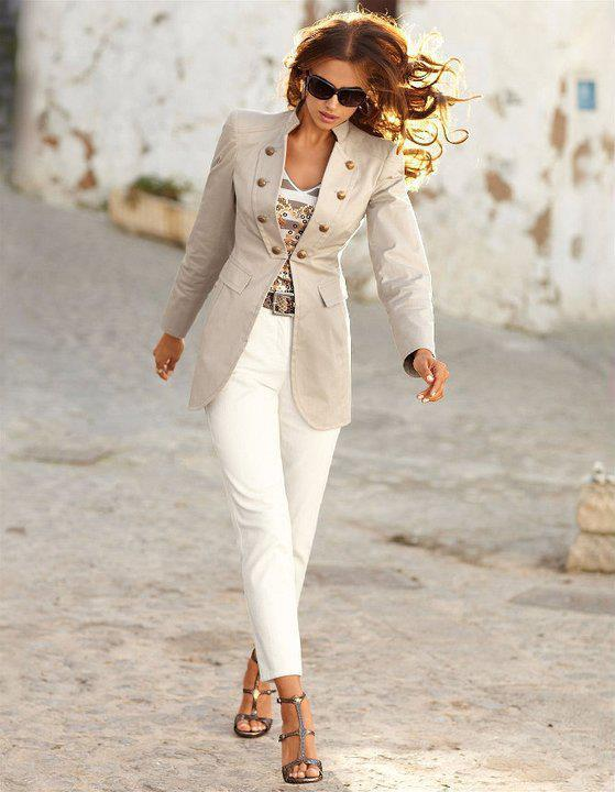 bl2 Women Blazer Outfits-20 Ways to Wear Blazer in Different Styles