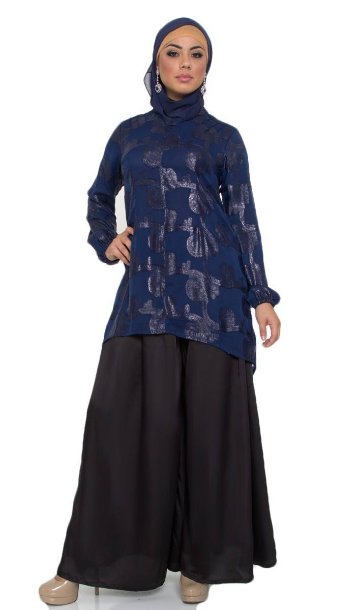 esme-navy-long-tunic-6 Hijab with Palazzo Pants-20 Ways to Wear Palazzo Pants Modestly
