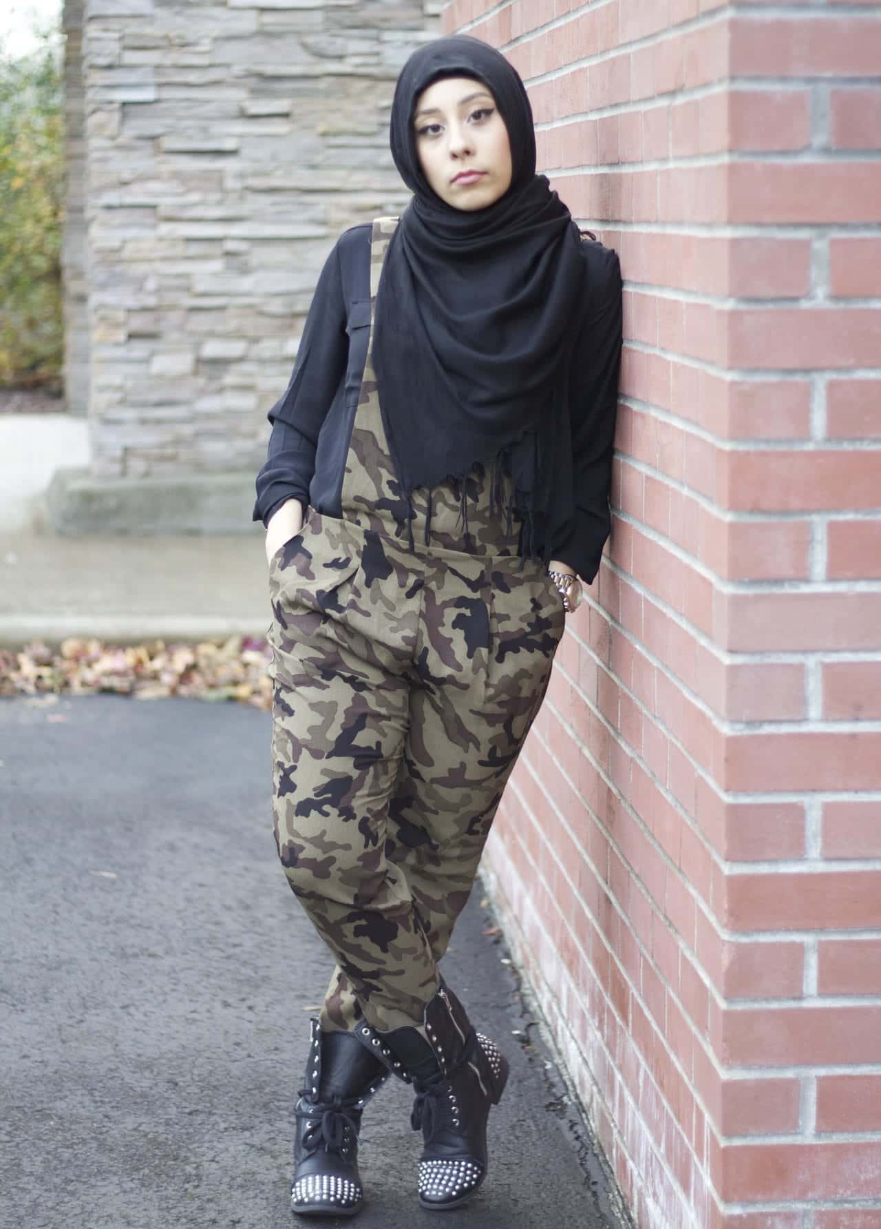 hijab-style-SIGNATUREINGOLD-camo Hijab Sneakers Style-11 ways to Wear Sneakers with Hijab Outfit