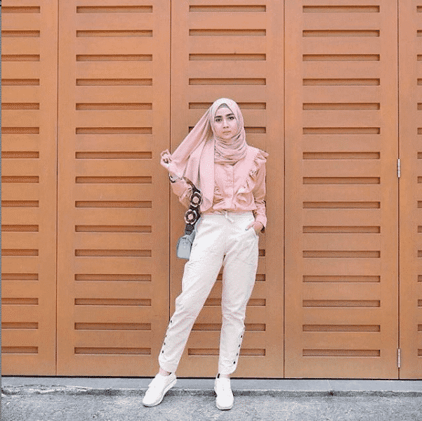 ladies-favorite-pink-and-white Casual Hijab Outfits – 32 Best Ways to Wear Hijab Casually