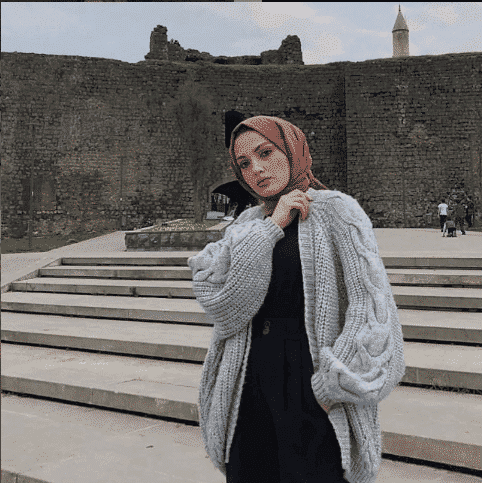 over-sized-sweater-look Casual Hijab Outfits–33 Ways to Wear Hijab Casually