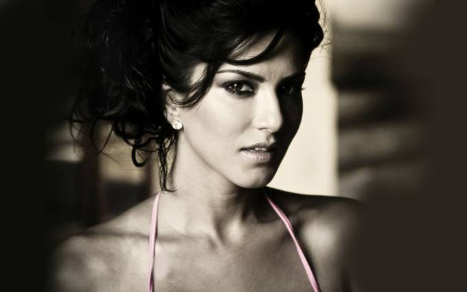 sl 20 Best Sunny Leone Hairstyles of All time