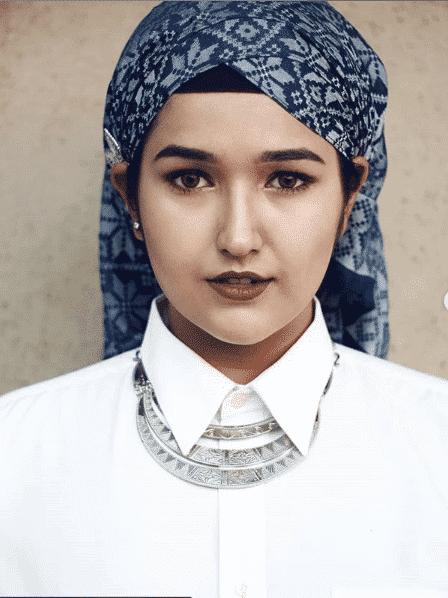 untucked-behind-hijab Latest Turban Hijab Styles-29 Ways to Wear Turban Hijab
