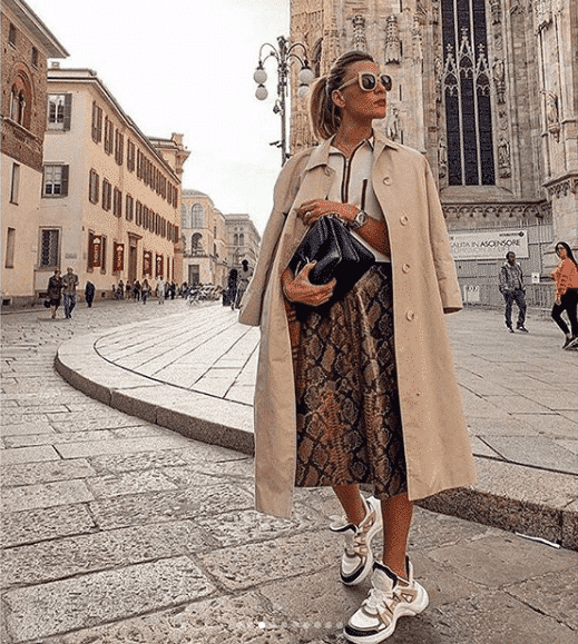 what-to-wear-with-skirt-when-traveling 28 Recommended Shoes to Wear with Skirts of Different Types