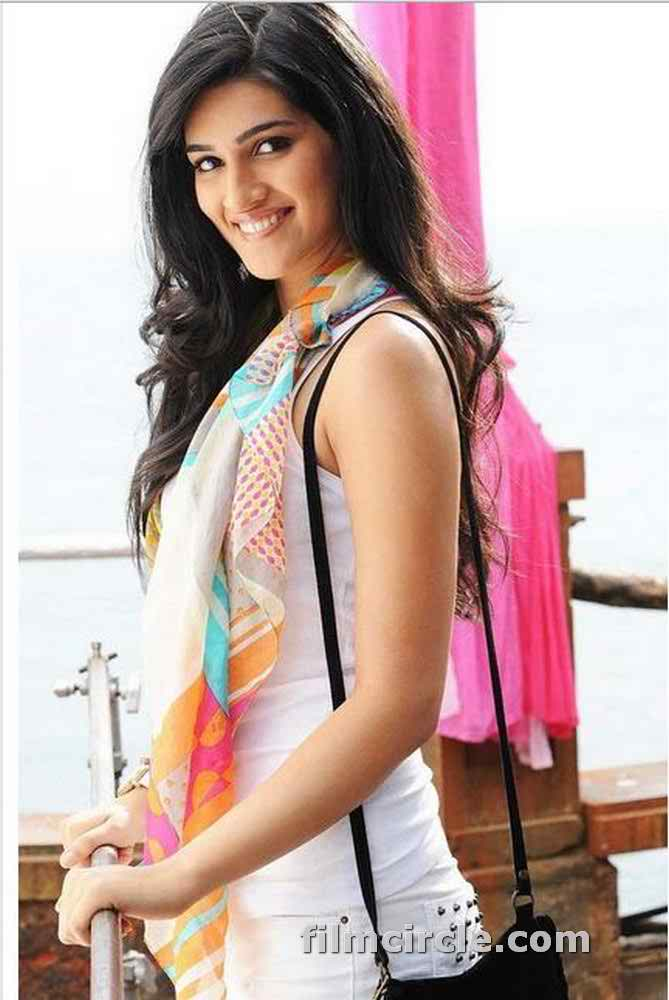 Kriti Sanon Pics 30 Cute Kriti Sanon Outfits And Looks