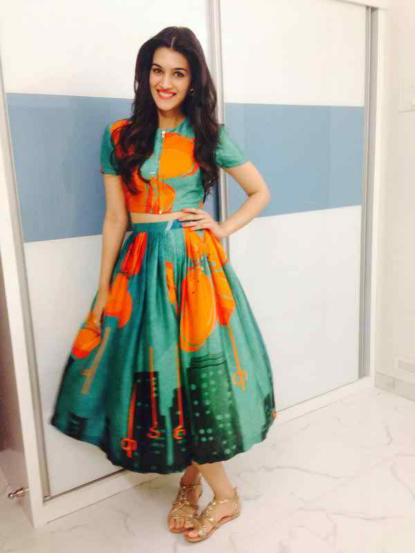 231 Kriti Sanon Pics - 30 Cute Kriti Sanon Outfits and Looks