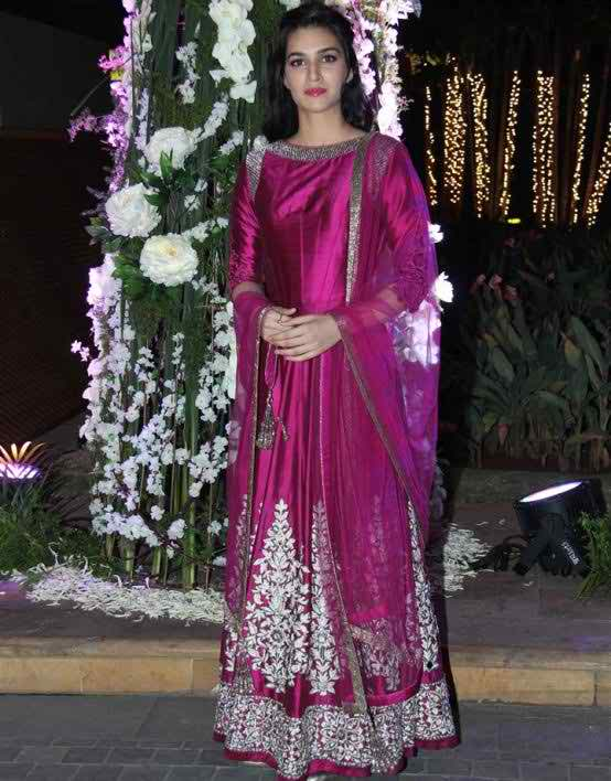 51 Kriti Sanon Pics - 30 Cute Kriti Sanon Outfits and Looks
