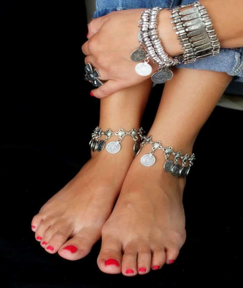 Ideas to Wear Ankle Chains