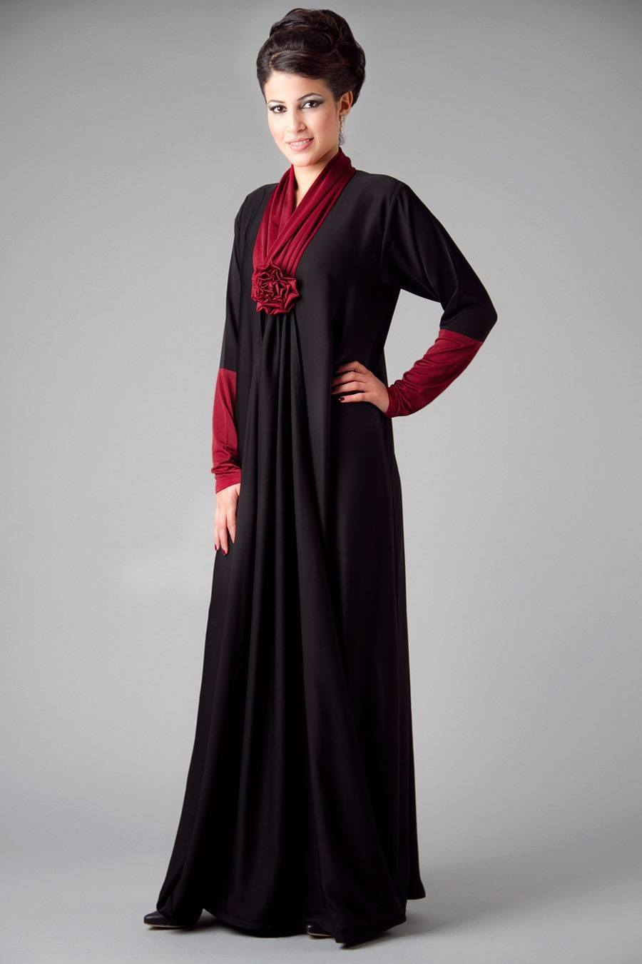 Abaya-with-Rosy-Touch 2019 Abaya Fashion-20 Latest Abaya Style Designs for Beautiful Look