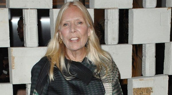 Joni-Mitchell Stylish Older Women-30 of the Most Fashionable Aged Women Alive