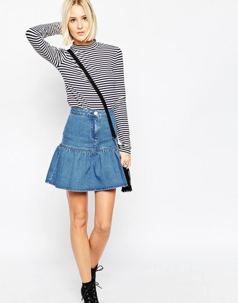 Denim-Ruffle-803x1024 20 Ways to Wear & Style Ruffled Outfits–Ruffles Frills Fashion
