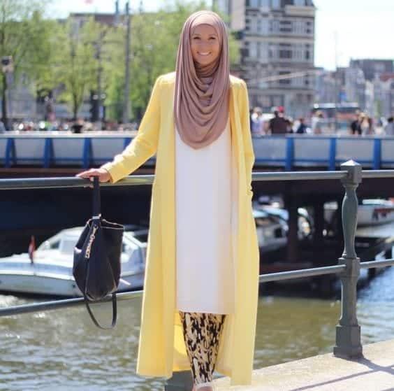 Shrug 15 Trending Kuwait Street style Fashion for Women to Follow