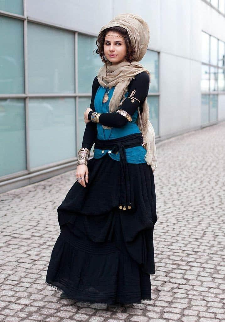 a7a0e988baf2245aa17db98ad0238f4f-717x1024 15 Trending Kuwait Street style Fashion for Women to Follow