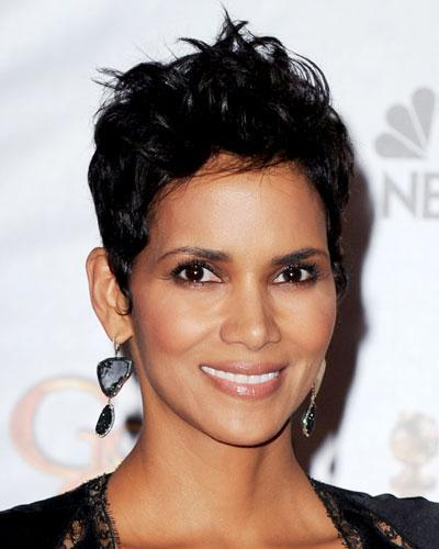 112912-Halle-Berry-400_1 20 Best Hairstyles for Heart Shaped Face Women