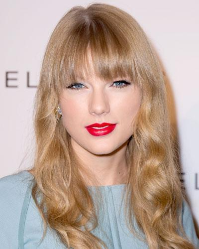 112912-Taylor-Swift-400_0 20 Best Hairstyles for Heart Shaped Face Women
