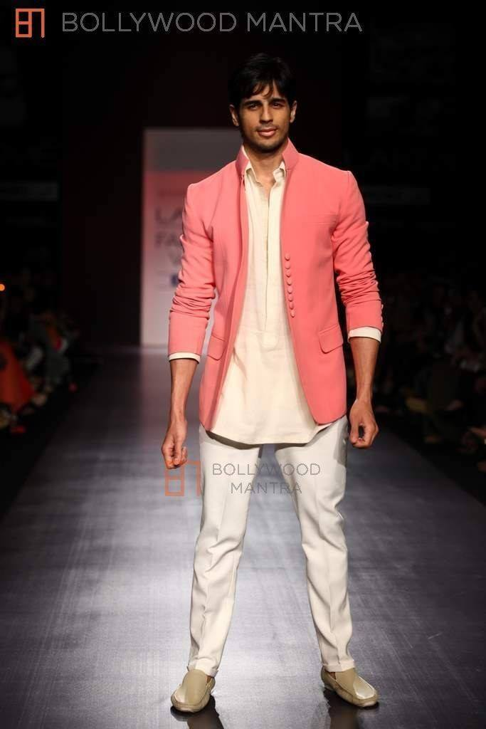 12-His-Lakme-Fashion-Week-Eccentric-Outfit-683x1024 Sidharth Malhotra Outfits-30 Best Dressing styles of Sidharth Malhotra to Copy