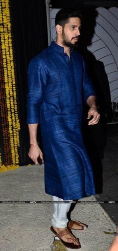 14-In-a-Phenomenal-Royal-Blue-Outfit Sidharth Malhotra Outfits-30 Best Dressing styles of Sidharth Malhotra to Copy