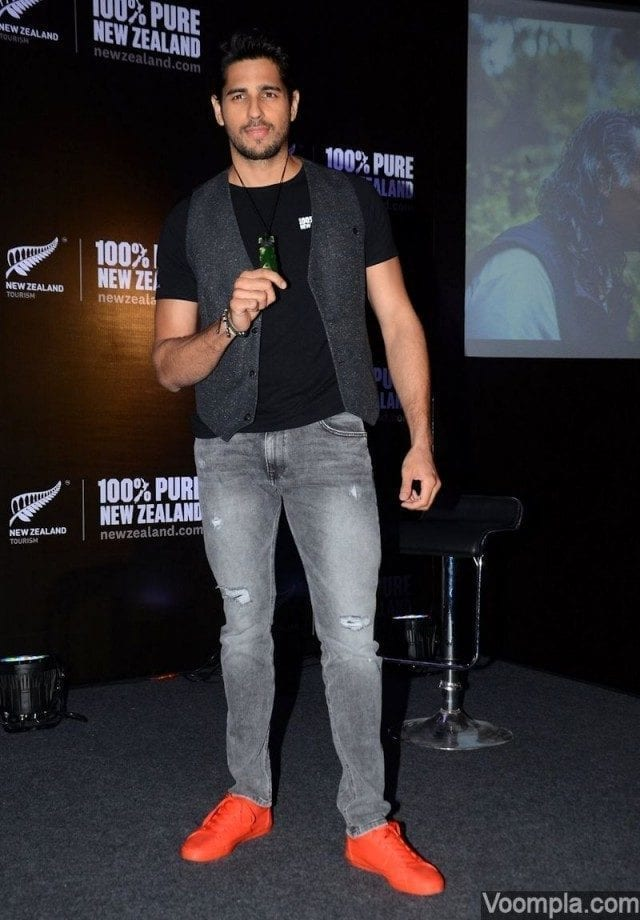 16-His-Unique-and-Energetic-Casual-Trends Sidharth Malhotra Outfits-30 Best Dressing styles of Sidharth Malhotra to Copy