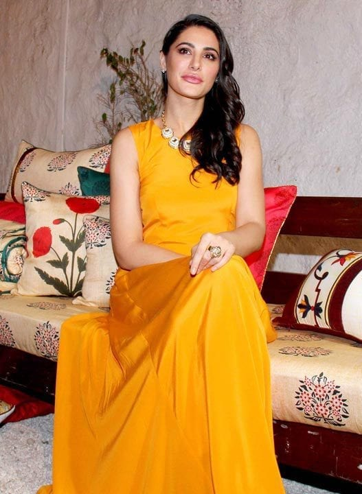 16-Nargis-Fakhri-in-a-Blinding-Yellow-Gown-2 Nargis Fakhri Outfits-32 Best Looks of Nargis Fakhri to Copy