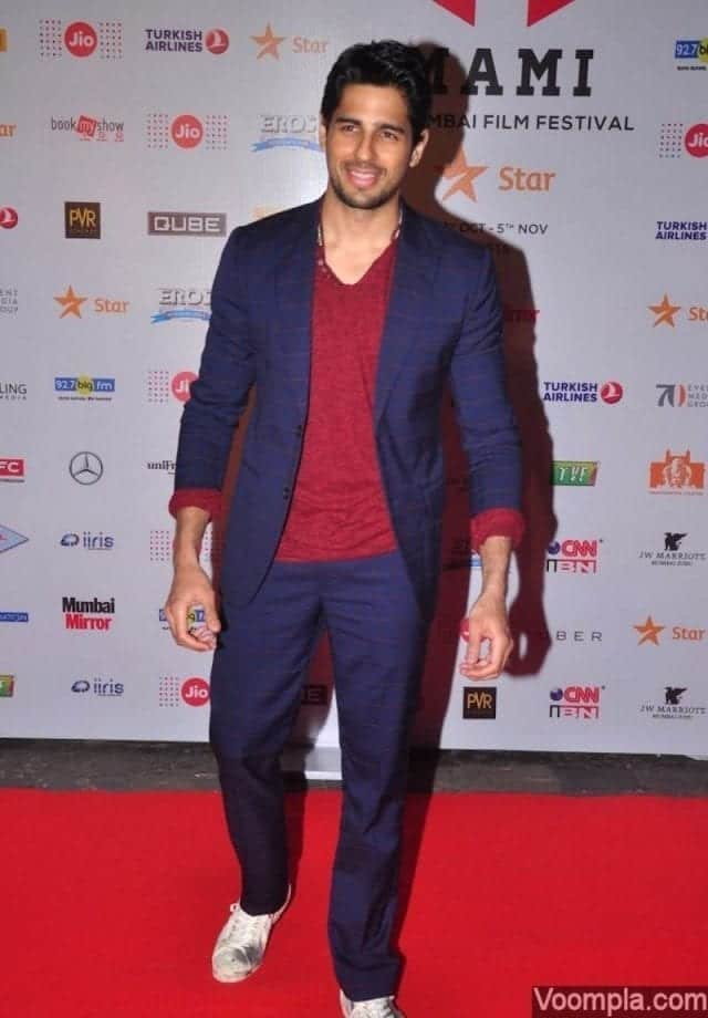 17-A-Catchy-Gujralsons-Suit-Outfit Sidharth Malhotra Outfits-30 Best Dressing styles of Sidharth Malhotra to Copy