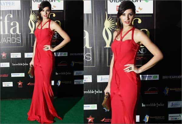 17-Nargis-Fakhris-Stunning-Red-Evening-Gown Nargis Fakhri Outfits-32 Best Looks of Nargis Fakhri to Copy