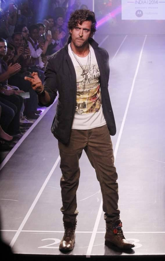 18-A-Teenage-Swag-Outfit Hrithik Roshan Outfits-30 Best Dressing Styles of Hrithik Roshan