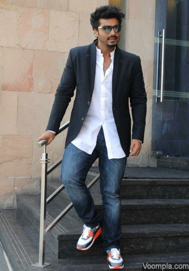 18-Mixed-Pro-and-Casual-Outfit Arjun Kapoor Outfits-30 Best Dressing Styles of Arjun Kapoor to Copy