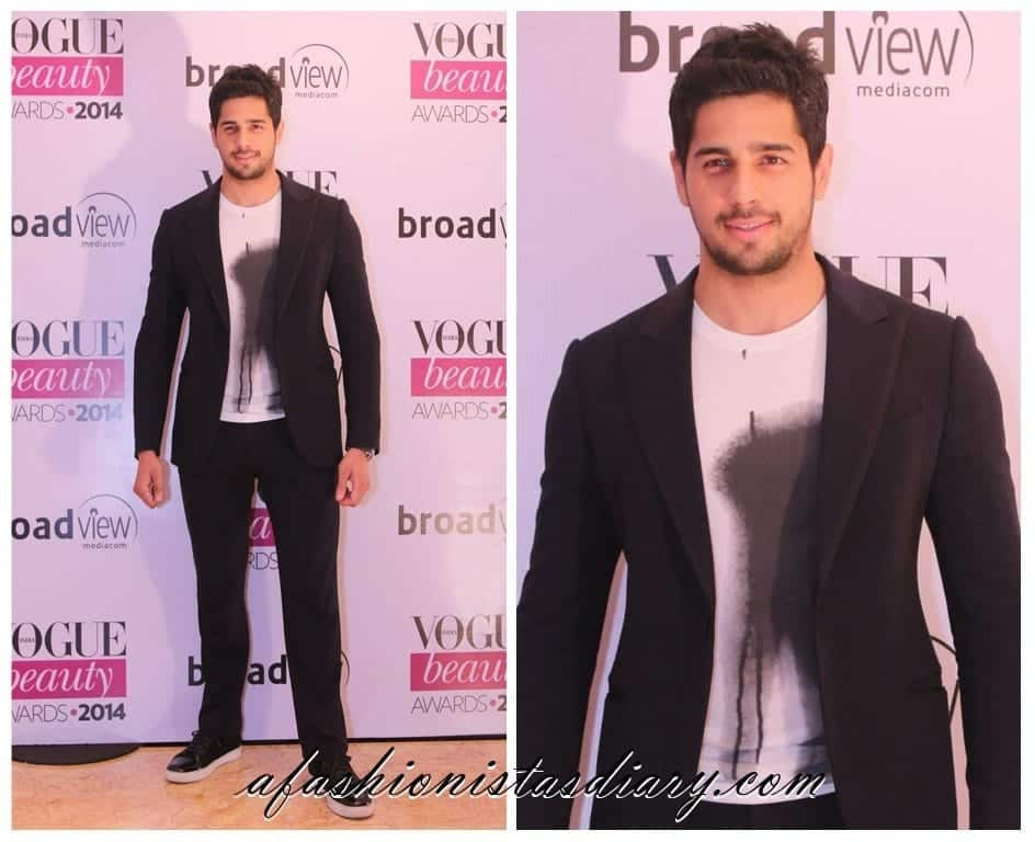 19-A-Stunning-Glamorous-Fancy-Outfit Sidharth Malhotra Outfits-30 Best Dressing styles of Sidharth Malhotra to Copy
