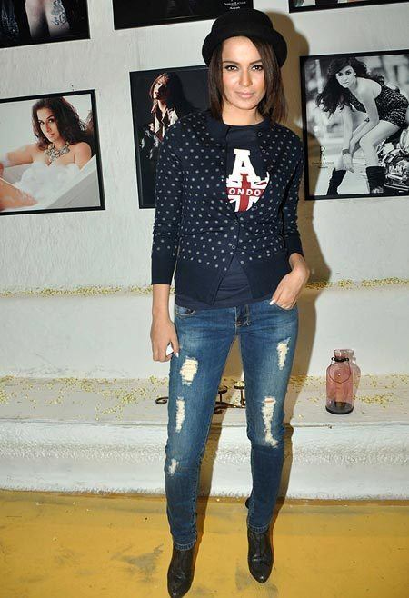19celeb18 20 Indian Celebrities Ripped Jeans Styles to Copy This Year